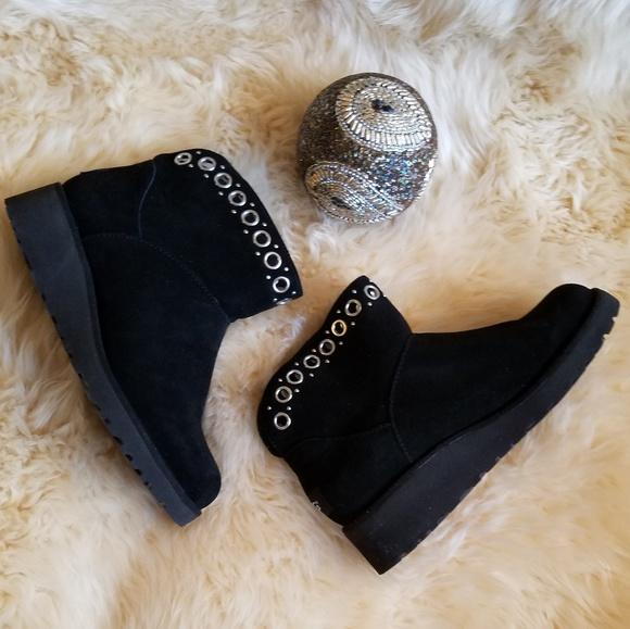 b66d313ce6f7 UGG Riley Grommet Mini Boots. M 5bebaa366a0bb76beaee85a9
